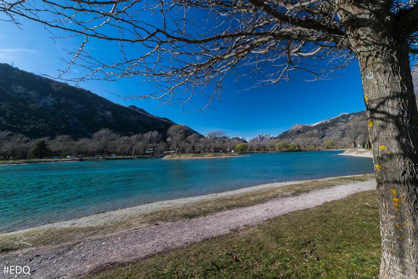 A l'ombre des arbres du lac d'Eygliers