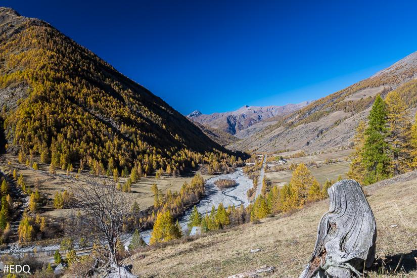 Vue sur la Monta depuis le sentier du Lacroix, au dessus de l'Echalp
