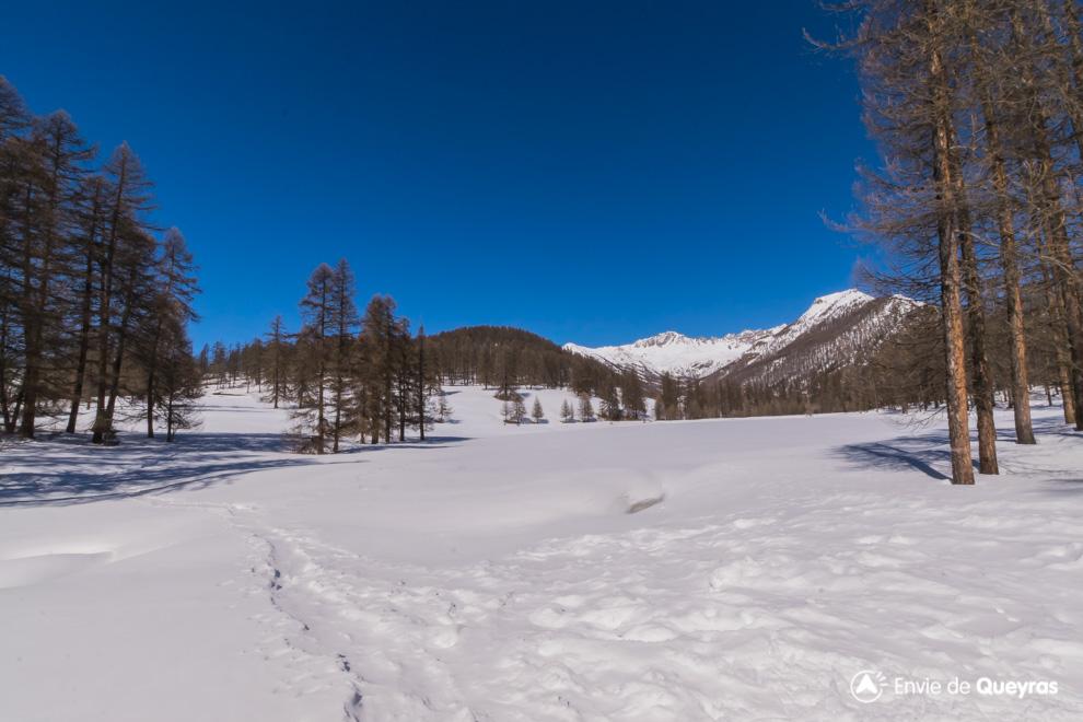 le lac de roue sous la neige