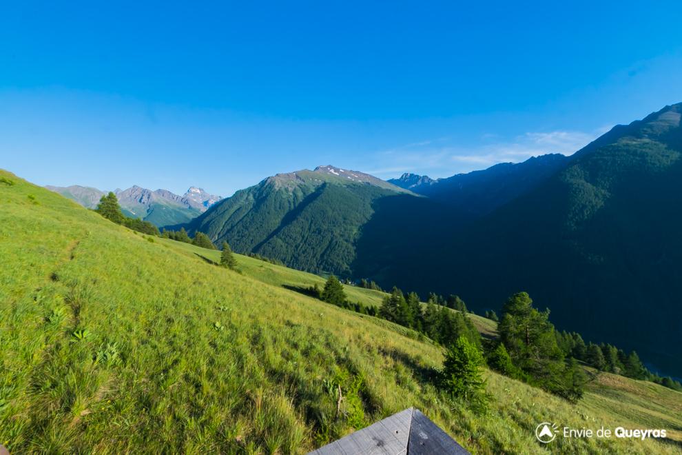 le mont viso en pointe depuis panoramique abries
