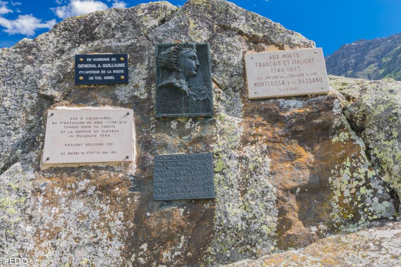 les plaques commemoratives du rocher annibal