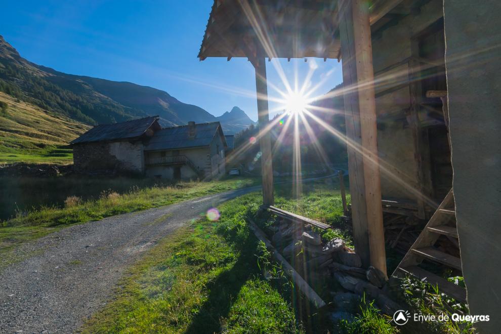 lever soleil sur porte ferme valpreveyre