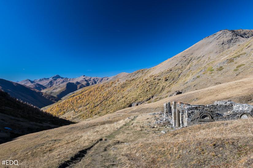 Les ruines du refuge Napoléon du Col Lacroix