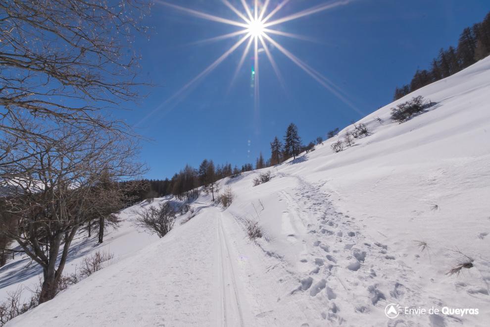 soleil sur route lac de roue souliers hiver