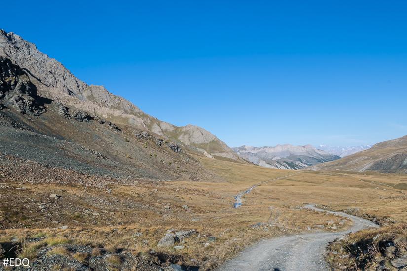 Sur la route du lac de la Blanche : vue sur la vallée de Saint-Véran