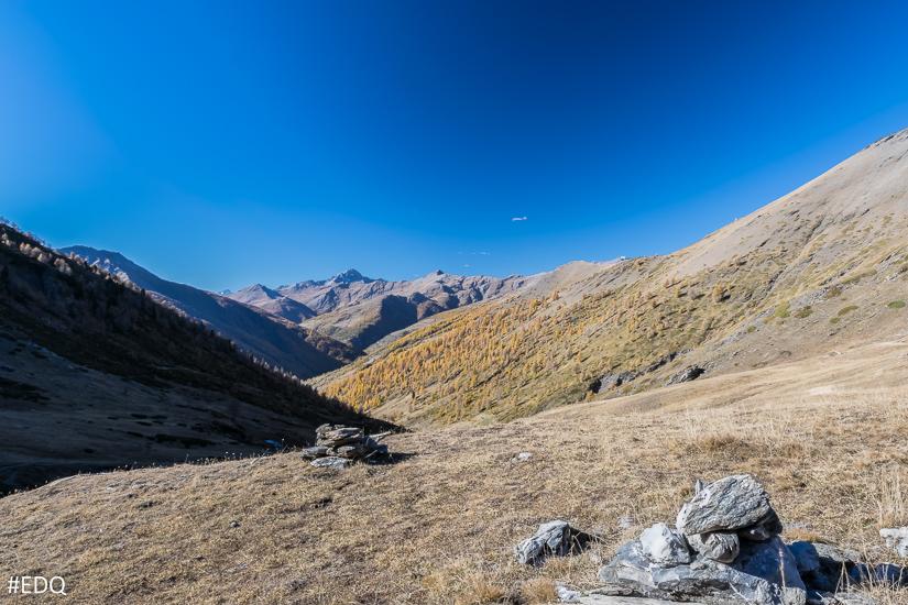 Vue sur le vallon du col Lacroix