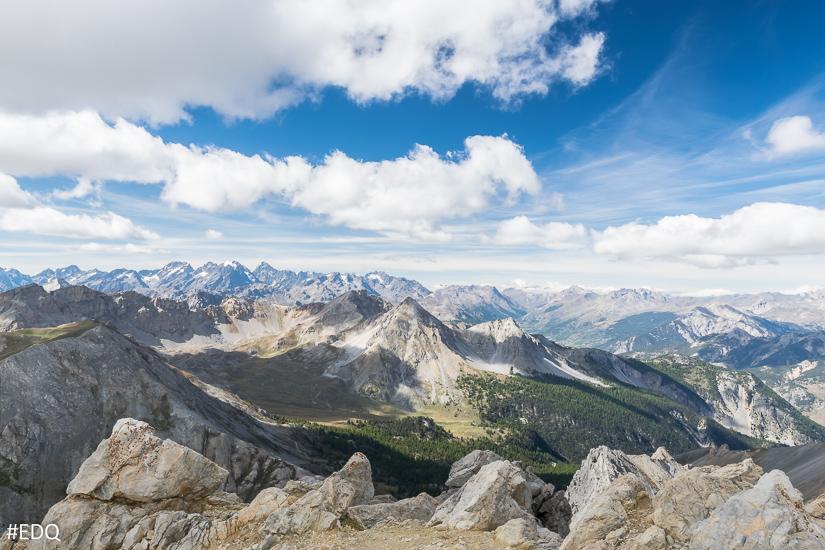 Vue sur le massif de Ecrins depuis le pic de Cote Belle