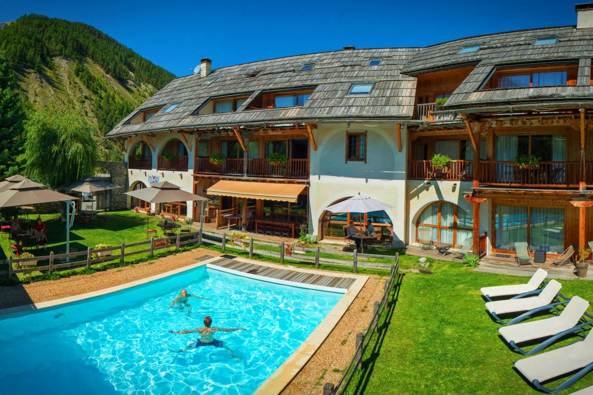 Hôtel*** Restaurant Spa La Ferme de l'Izoard à ARVIEUX