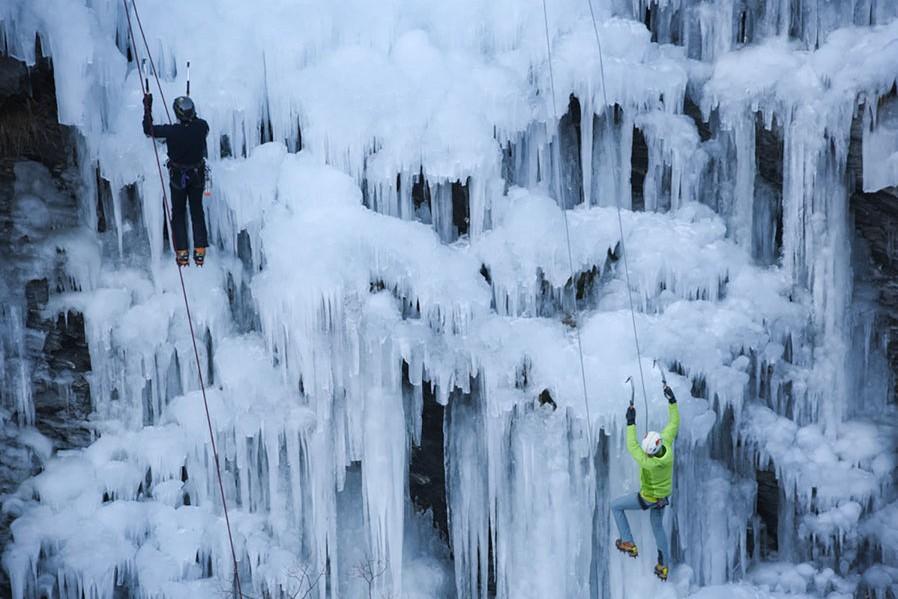 Cascade de glace Ariège - le dahu ariégeois