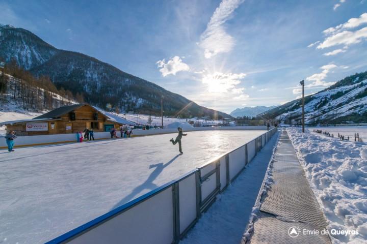 ouverture patinoire aiguilles hiver 2017 2018 horaires tarifs hautes alpes alpes du sud. Black Bedroom Furniture Sets. Home Design Ideas