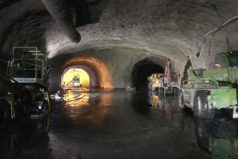 travaux camions tunnel chambon